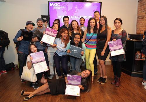 Foto di gruppo con i certificati finali