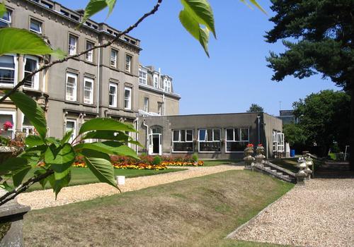 Bournemouth Collegiate School - Vista laterale
