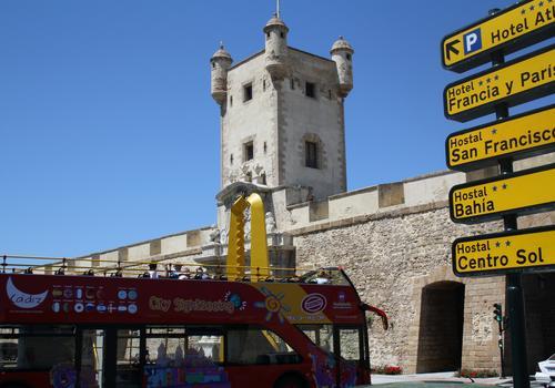 "La cittá vecchia e la torre di""Puerta Tierra"""
