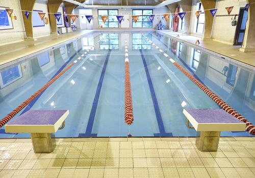 Bournemouth Collegiate School - La piscina coperta