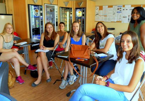 Studenti nella caffetteria
