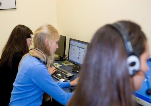 aula computer con gli studenti