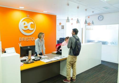 EC Bristol - La reception