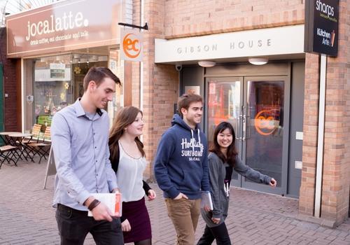 EC Cambridge - La scuola all'esterno
