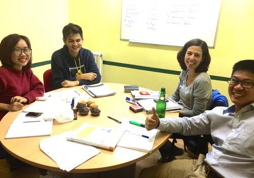 Piccolo gruppo di studenti a lezione
